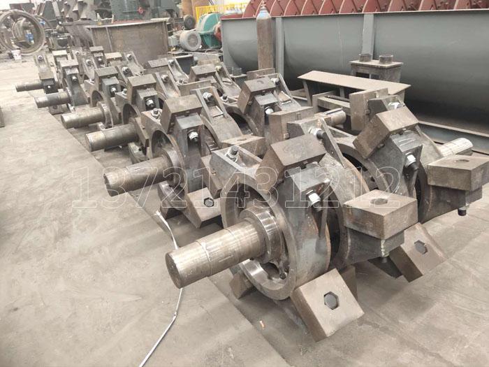 立式板锤制砂机主要工作部分